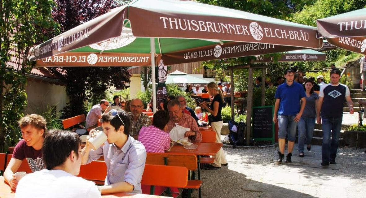 Im Biergarten Elchbräu
