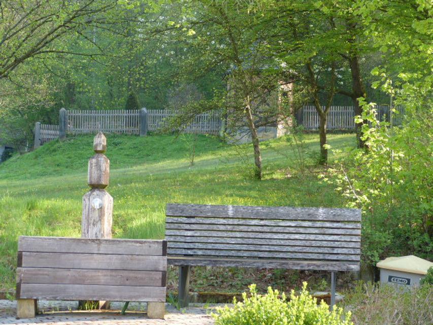 Brunnen mit Blick auf Pavillon