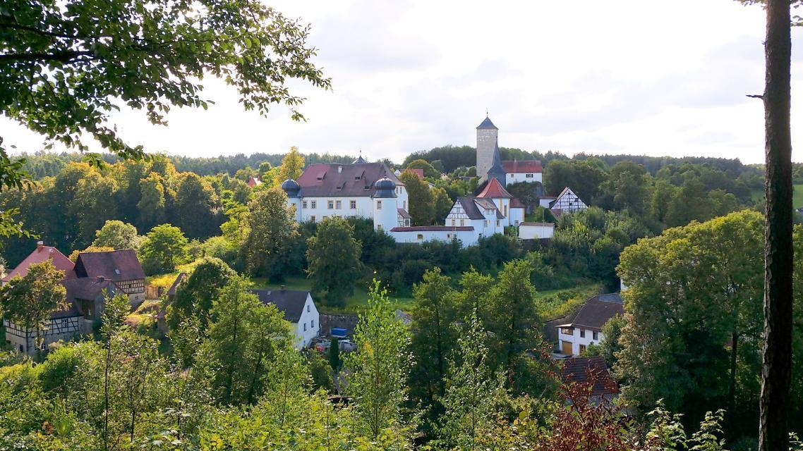 Blick auf Schloss Unteraufsess