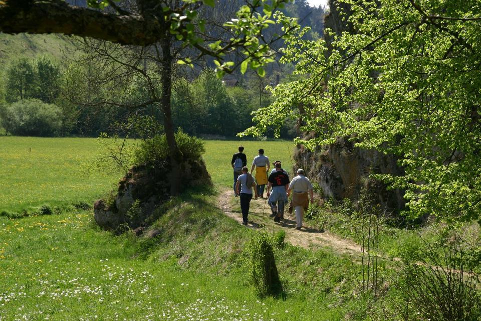 Wanderer auf dem Ahorntaler Brauereienweg