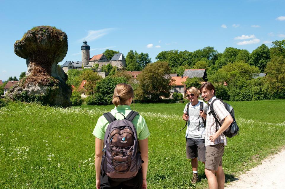 Wanderer vor Burg Zwernitz