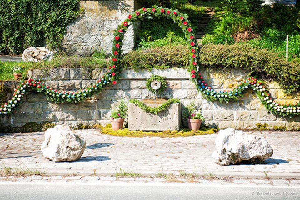 Osterbrunnen in Egloffstein