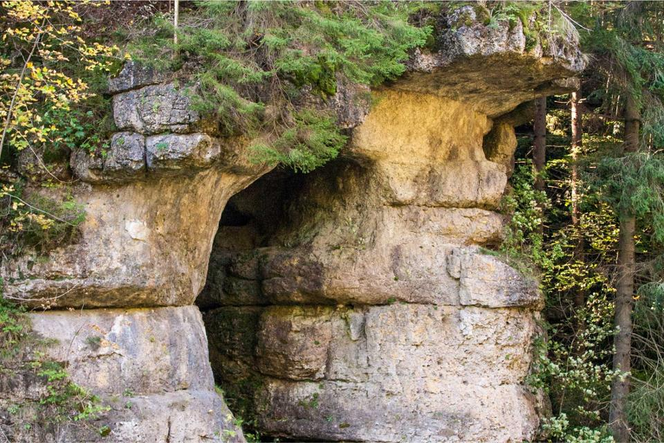 Höhle im oberen Klumpertal