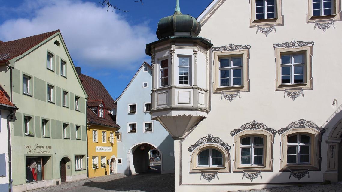 Egloffsteinertor mit Rathaus