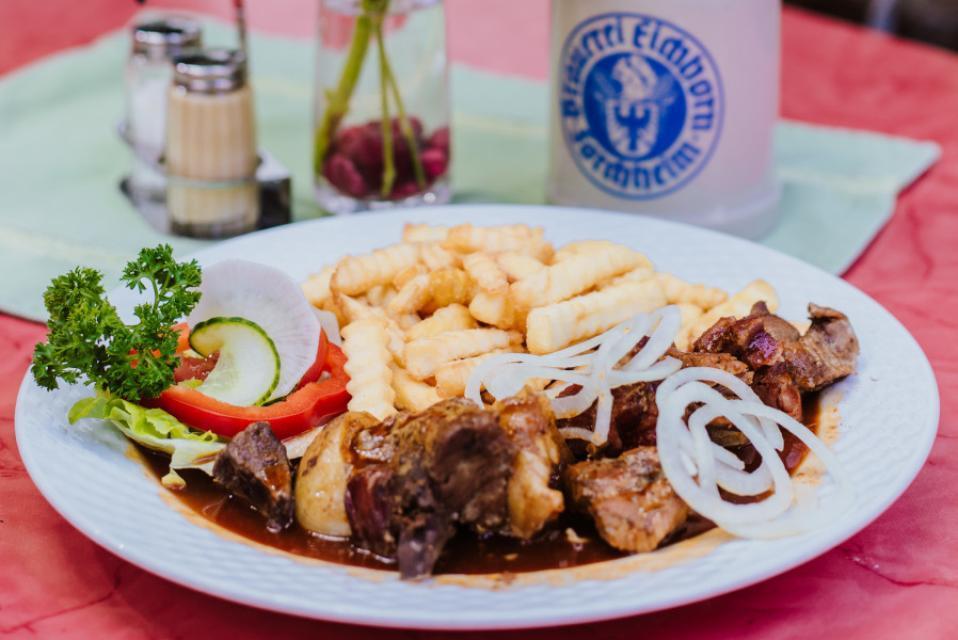 Brauerei Gaststätte Eichhorn Fleisch und Pommes