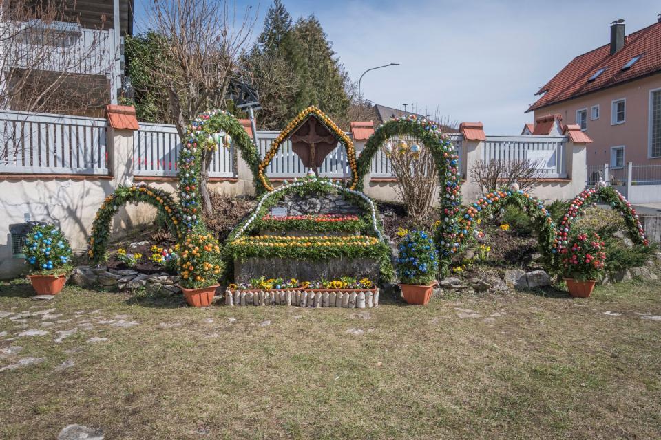 Osterbrunnen am Plärrer in Weißenohe