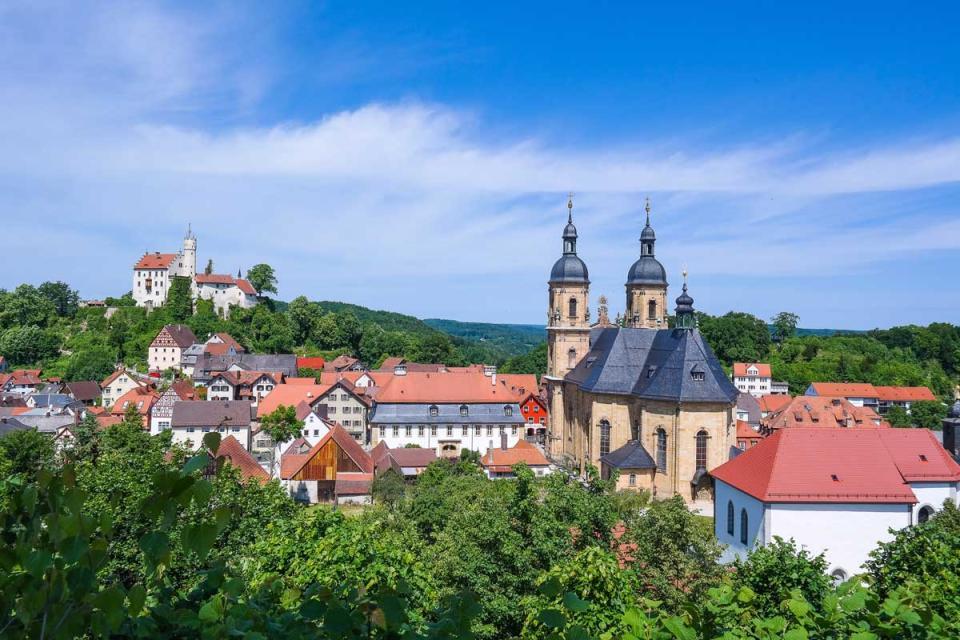 Blick auf Gößweinstein mit Burg und Basilika
