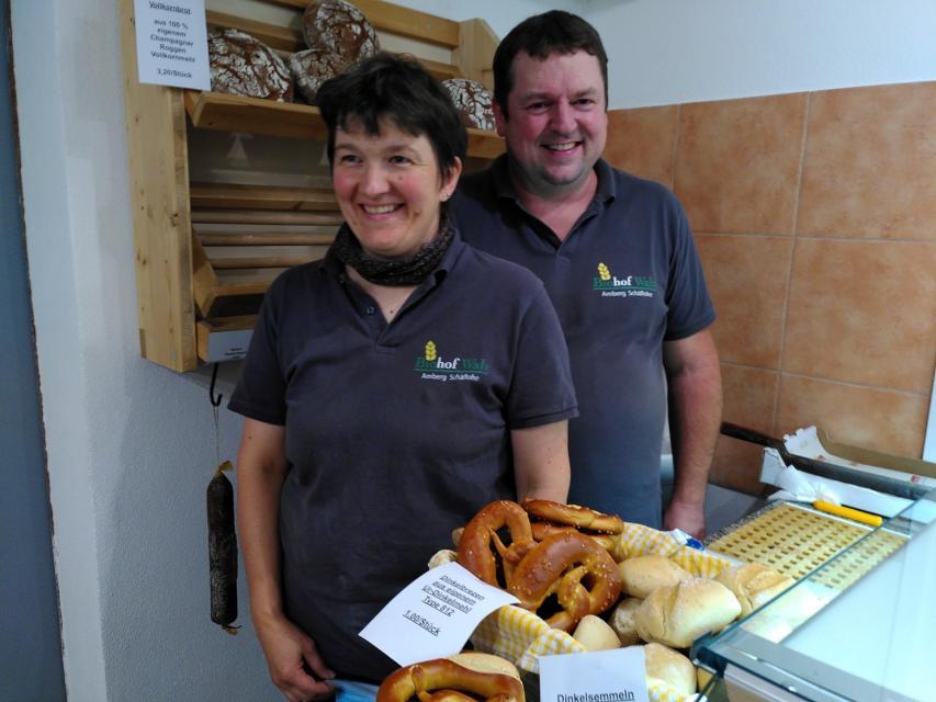 Michaela und Andreas Walz verkaufen auch frisches Brot aus Urgetreide