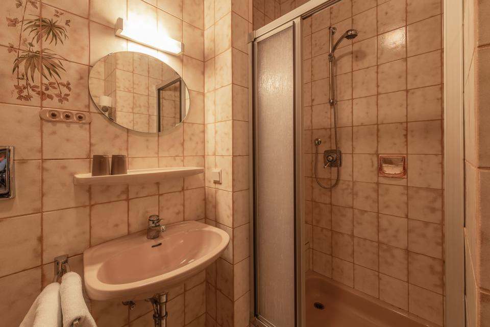 Beispielbild Badezimmer im Doppelzimmer im Gasthaus Sponsel
