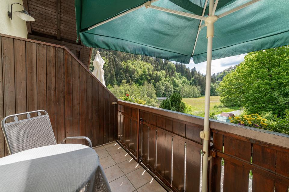 Ferienwohnung 2 - Balkon mit Aussicht ins Wiesenttal