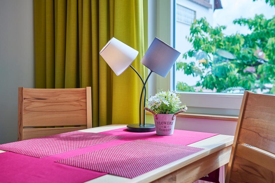 Hübsche Dekoration finden Sie in der ganzen Wohnung