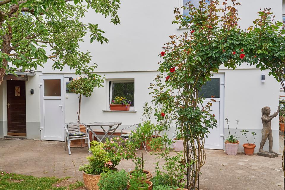 Der Garten begrüßt die Gäste...