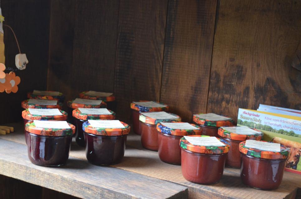Aus den eigenen Früchten stellt Michaela Herbst viele Marmeladen her