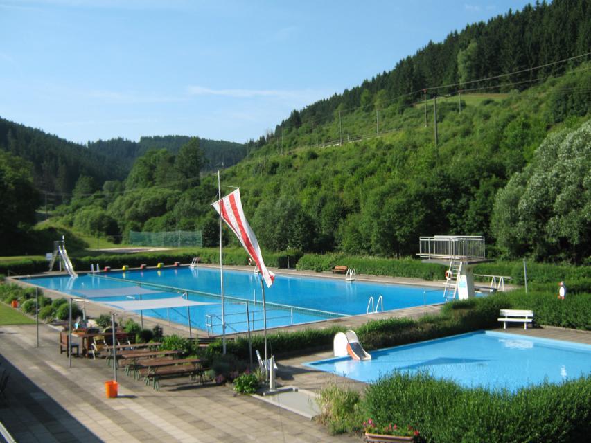 Schwimmbecken Freibad Ludwigsstadt