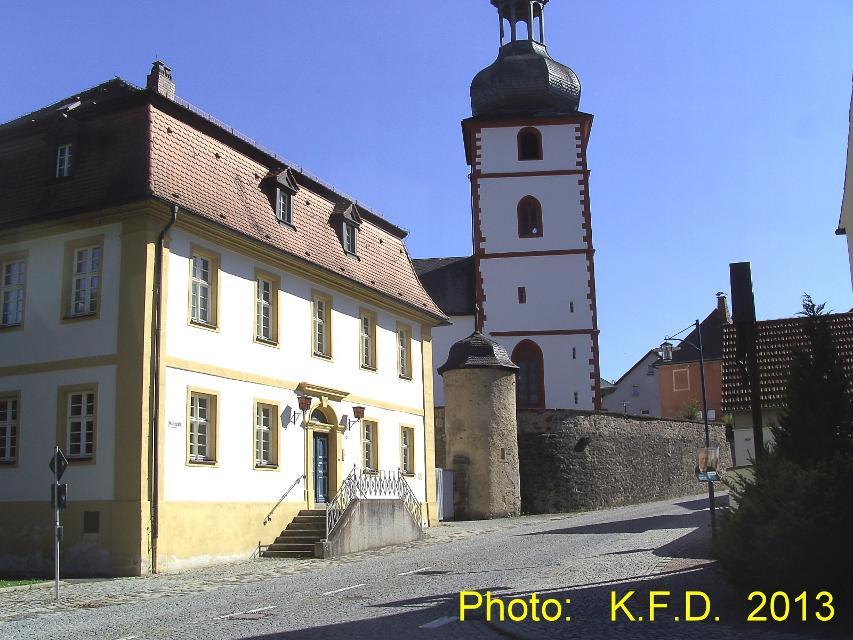 Kirche St. Jakobus mit Pfarrhaus in Marktschorgast