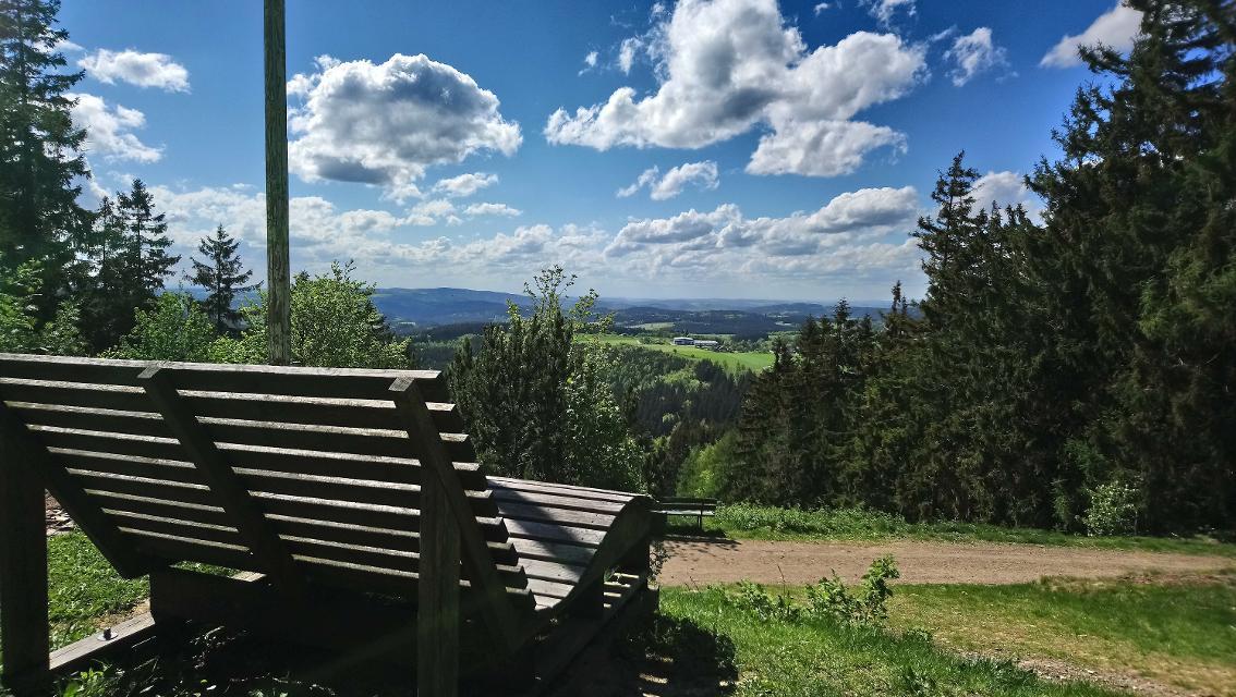 Liege an der Bergwachthütte