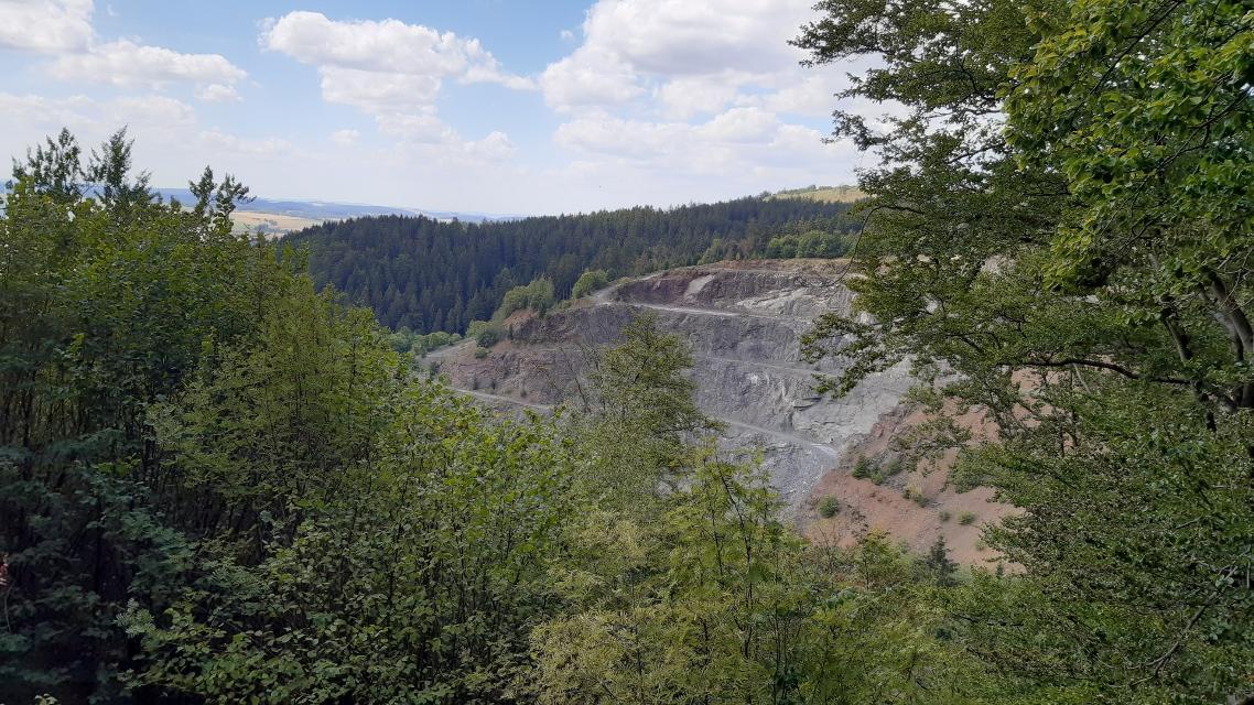 Blick auf den Steinbruch bei Rugendorf
