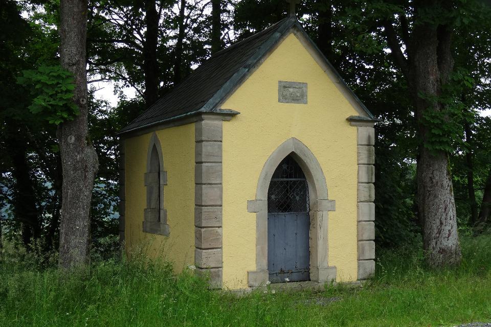 Kleine Kapelle am Wegesrand bei Marienroth