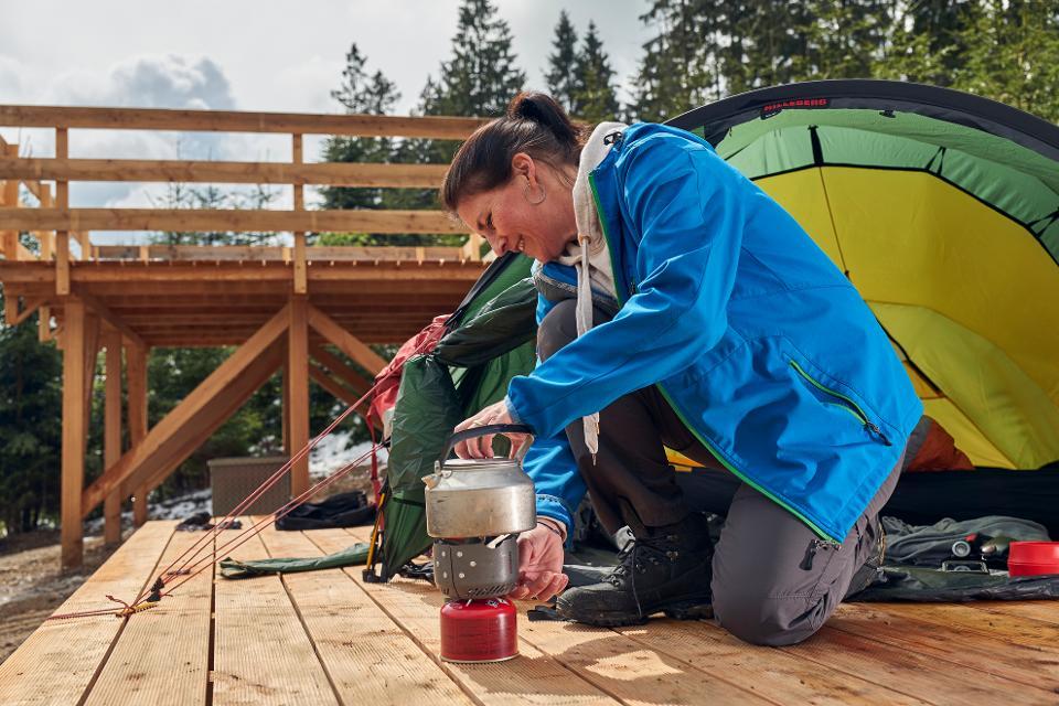 Kaffee kochen auf dem Trekkingplatz FRANKENWALD Kobach