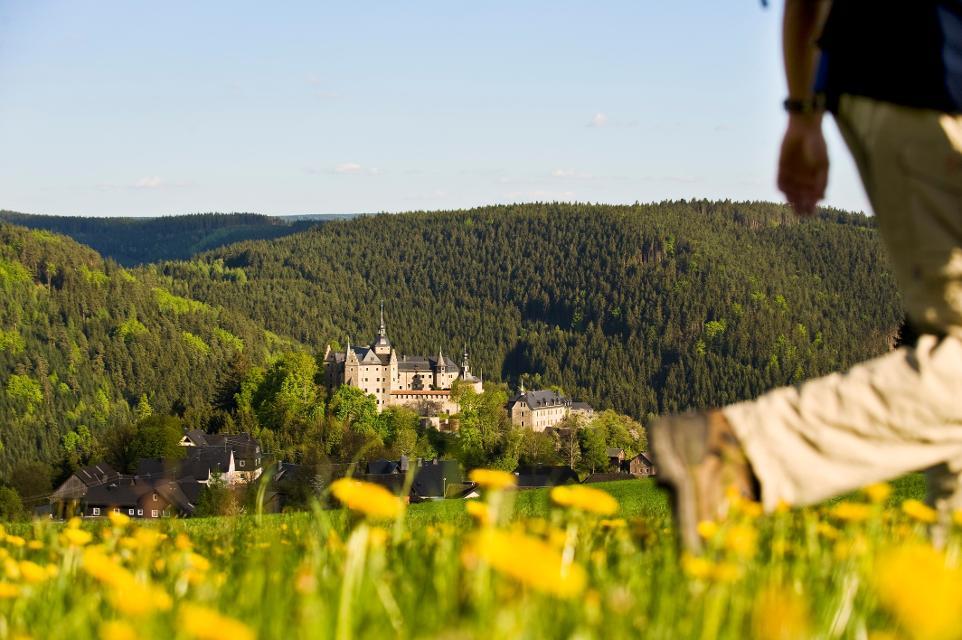 Wandern oberhalb von Burg Lauenstein