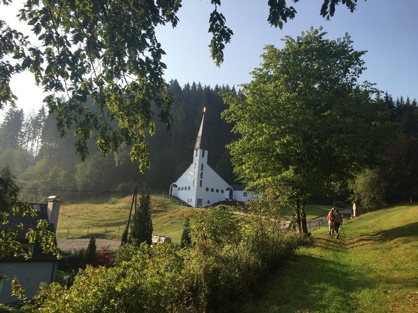 Blick auf die Kirche in Dürrenwaid
