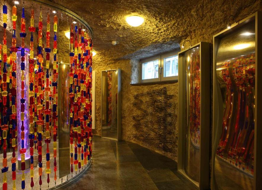 Europäisches Flakonglasmuseum, Glashöhle
