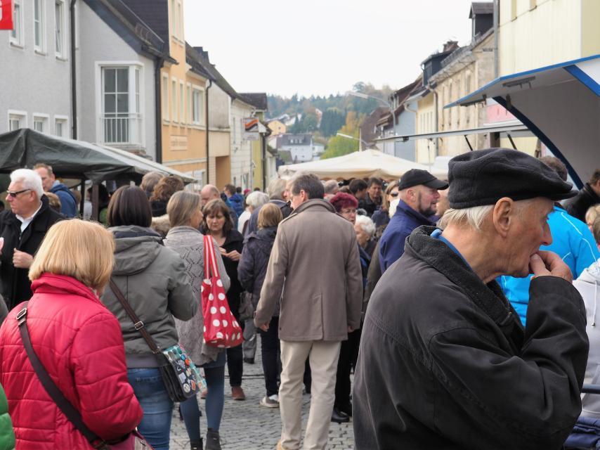 Herbstkärwamarkt und LQN-Kunstausstellung