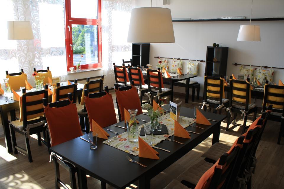 Sonntagscafé mit Führung durch den Kräuterlehr- und Schaugarten