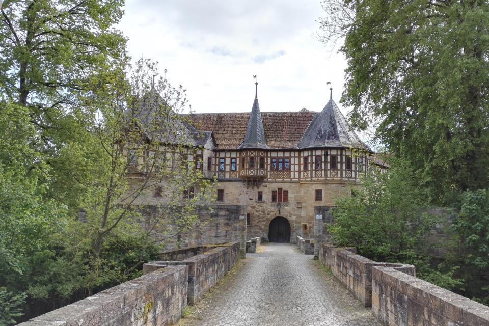 Weg zum Schloss Irmelshausen