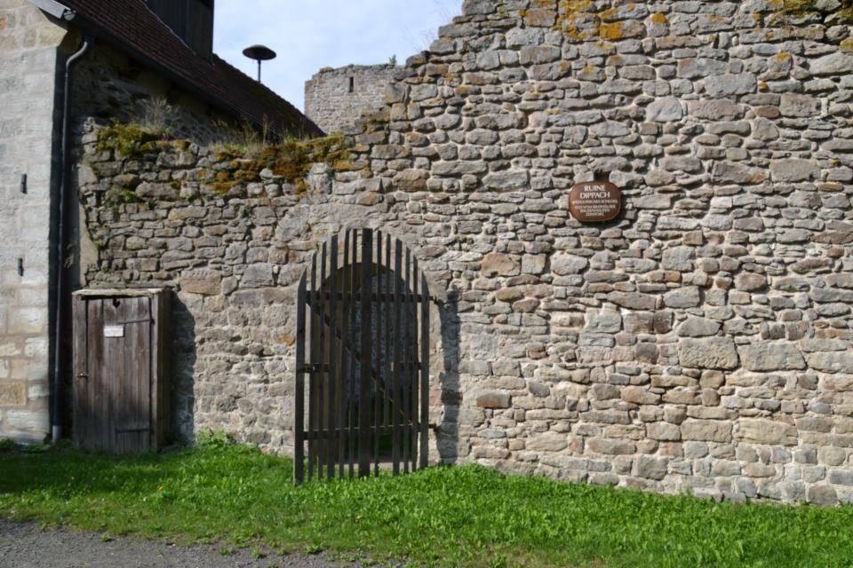 Eingang Ruine Dippach