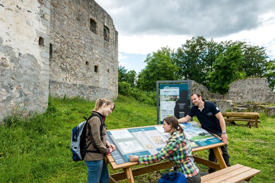 Geschichte zum Anfassen auf der Burgruine Bramberg