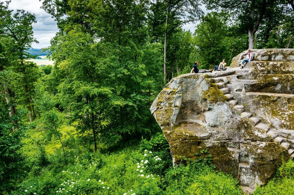 Burgruine Rotenhan inmitten idyllischer Natur