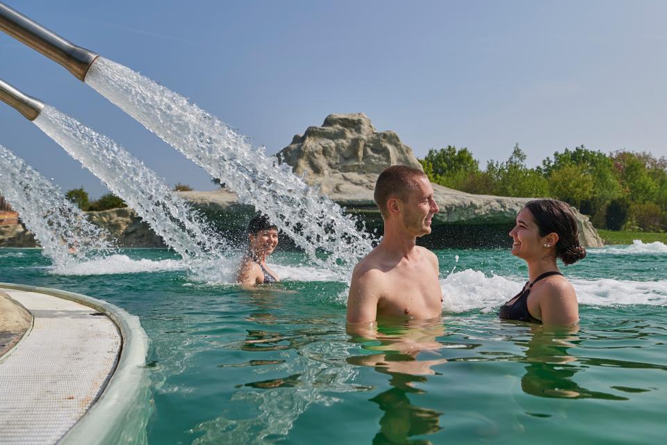 Entspannung im ersten Natur-Heilwassersee Deutschlands