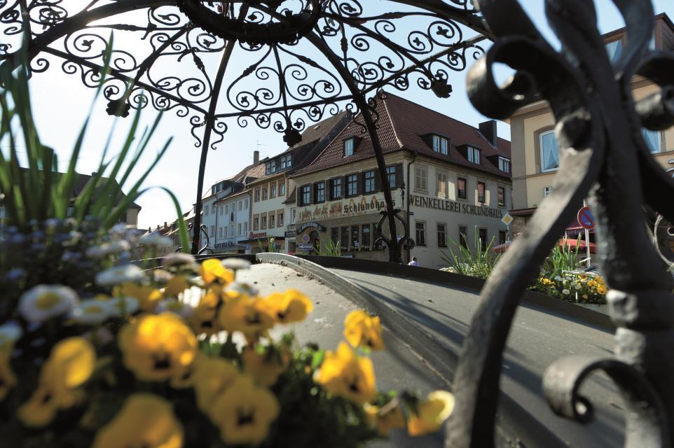 Schlundhaus mit Blick auf den historischen Marktplatz