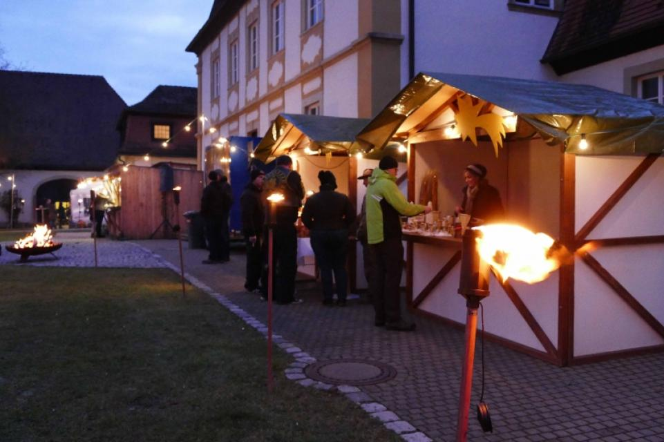 Schloss-Weihnachtsmarkt im Schloss Gleisenau
