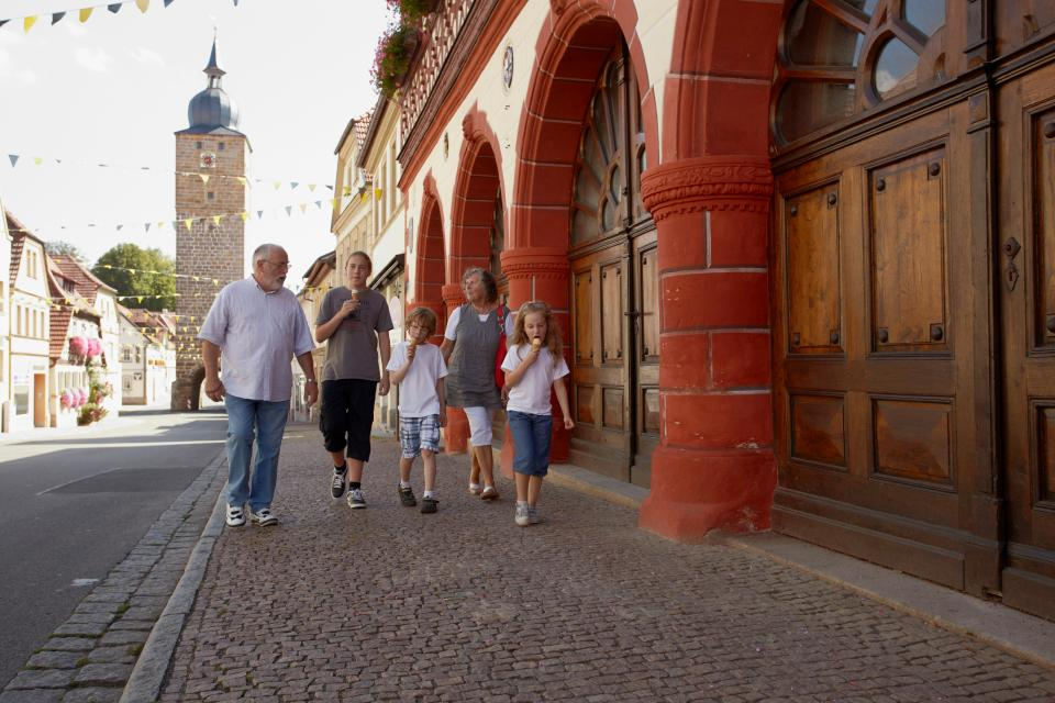 Eberner Altstadtfest mit Künstlermarkt und Kabarett