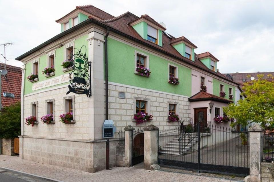 """Brauerei und Gasthof Bayer """"Zum grünen Baum"""""""