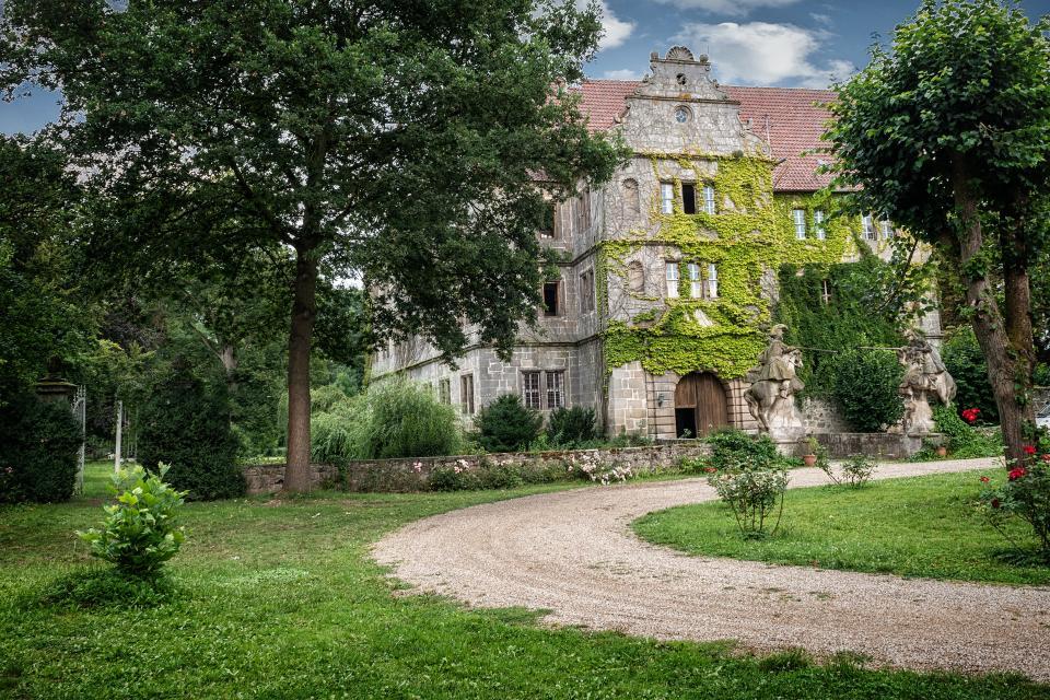 - Schloss Friesenhausen