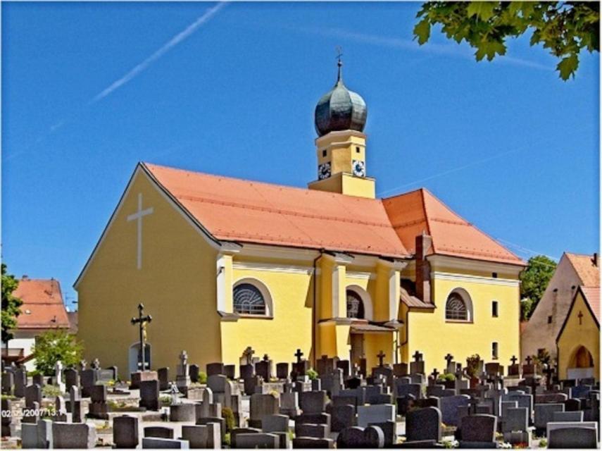 Osterkerzenverkauf vor dem Gottesdienst in Schwarzach
