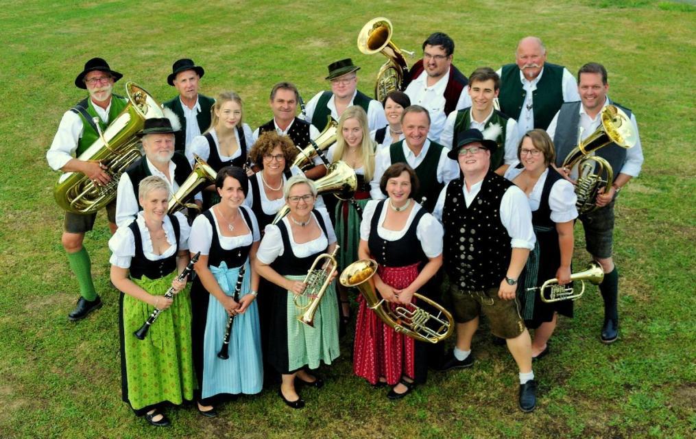 Festspielblaskapelle Neukirchen spielt in der Edelwies