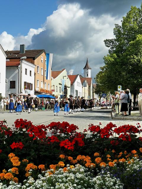 Stadtplatz Bogen mit Stadtbrunnen