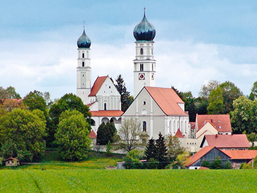 """Kath. Wallfahrtskirche """"Maria Himmelfahrt"""" und Filialkirche Hl. Kreuz in Haindling"""