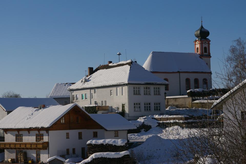 Perasdorfer Kirche im Winter -