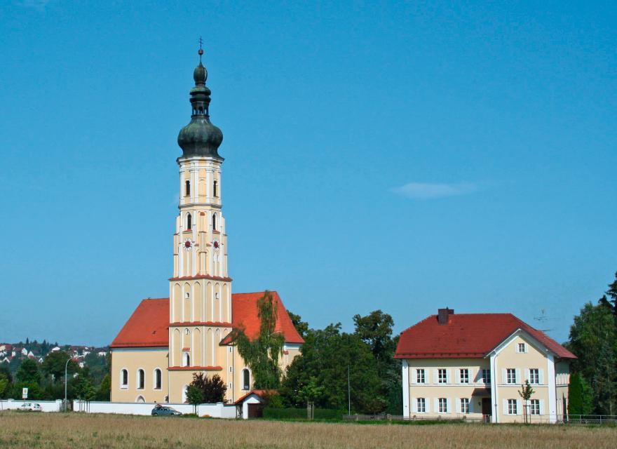 """Pfarrkirche """"Mariä Opferung"""" in Westen der sog. """"Dom"""" im Labertal"""