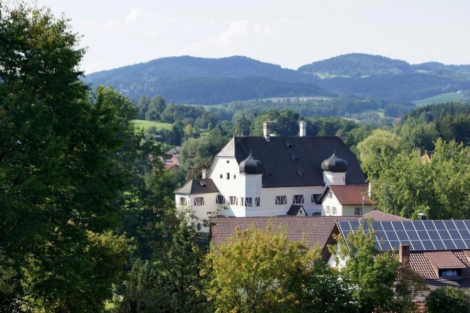 Tourist-Information Neukirchen (E-Mail vom 12.06.2012) -