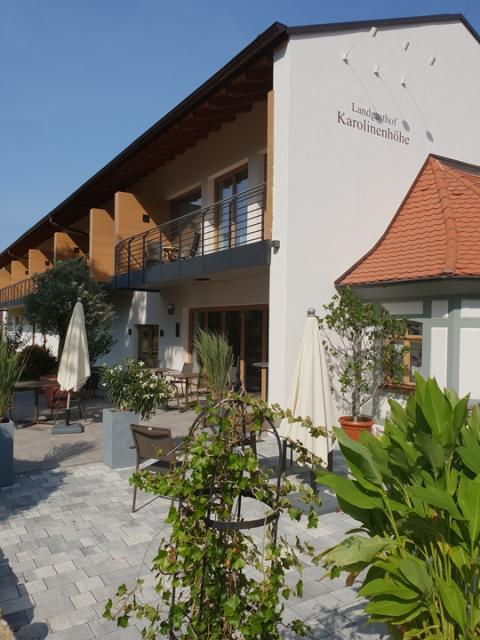 - Landgasthof Karolinenhöhe