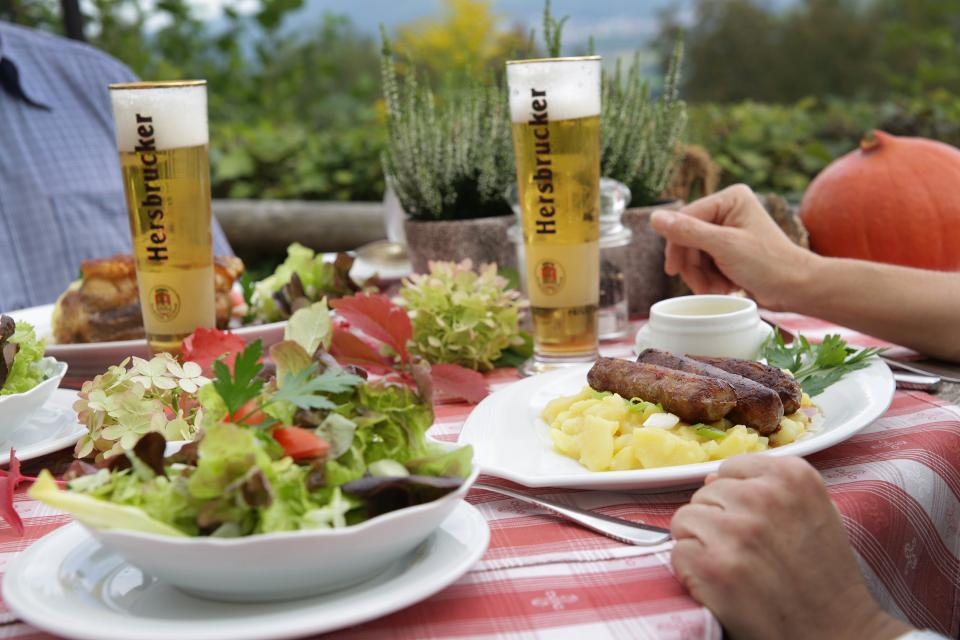 TDG - Wandern und Kulinarik auf dem Michelsberg in Hersbruck, Franken, Bayern; 10.09.2014;  [© Thomas Geiger / TANDEM, P e g n i t z s t r. 30, D-91217 H e r s b r u c k , Tel.: +49-9151-824959 +  +49-171-5149047 - V e r o e f f e n t li c h u n g   n u r   mi t   H o n o r a r   n a c h   M F M ,   B e l e g   u n d   N a m e n s n e n n u n g !   C o p y r i g h t  n u r   f u e r   J o u r n a l i s t i s c h e  Z w e c k e, K e i n e  P e r s o e n l i c h k e i t s r e c h t e  v o r h a n d e n !  F r e i g a b e   f u e r   J o u r n a l i s t i s c h e  V e r o e f f e n t l . e r t e i l t !  B a n k v e r b i n d u n g : P o s t b a n k M u e n c h e n - K o n t o 218530800 - BLZ 70010080]]