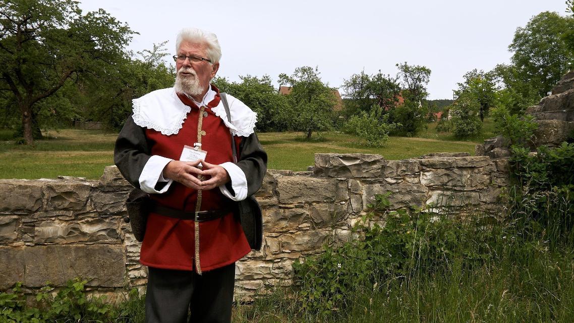 Landsknecht Heini Liebel an der Klostermauer in Engelthal