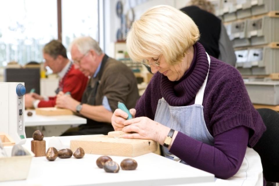 """Elfenbeinworkshop """"Arbeiten mit pflnazlichem Elfenbein"""""""