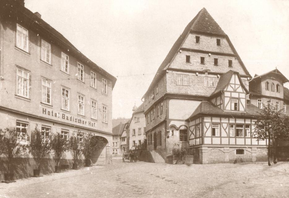 Das Alte Stadthaus von Amorbach um 1900 - Archiv Bernhard Springer